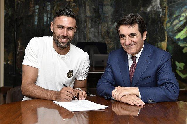 Le gardien demeurera à Turin. AFP