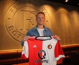 Sam Larsson, posando con la camiseta del Feyenoord. Feyenoord