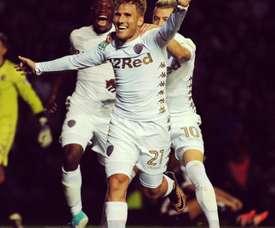 El jugador español se estrena a lo grande con el Leeds. Leeds