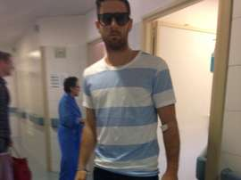 Samuel Galán, el jugador agredido en El Palo, a su salida del hospital en que estuvo ingresado una semana. AlhTCF