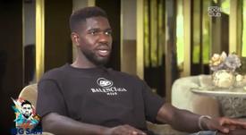 Samuel Umtiti admitu problema no joelho. Captura/CanalFootClub