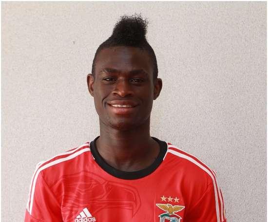 El ex del Benfica puso fin a su estancia en el Arouca. SLBenfica