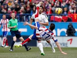 Saúl fazendo gol de bicicleta contra o Real. ClubAtléticodeMadrid