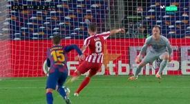 Ter Stegen casi le saca a Saúl el segundo penalti. Captura/MovistarLaLiga