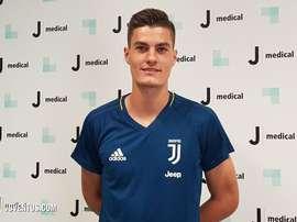 O checo com a camisa que, afinal, não vai vestir em 2017/18. Juventus