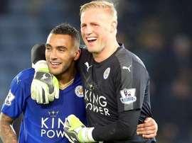 Schmeichel et Simpson qui est proche à prolonger avec le Leicester. Twitter