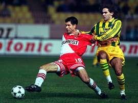 Scifo jugó en el Mónaco donde coincidió, entre otros, con Thierry Henry.