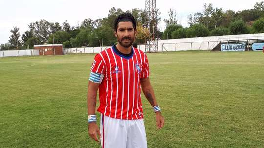 Sebastián 'El Loco' Abreu ya sabe lo que es marcar con Central Español. Twitter