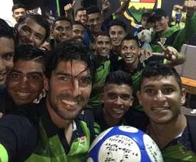 El conjunto salvadoreño se hace con el veterano delantero. Twitter/SebastianAbreu