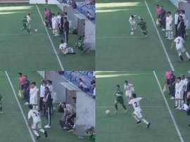 El fisio del Madrid no dudó en atender a un rival lesionado. Captura/gonzalomgb