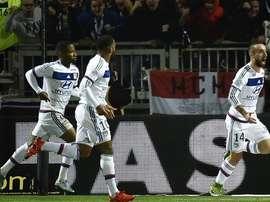 Sergi Darder celebra su tanto anotado para el Lyon, que abrió el marcador ante el Toulouse. Twitter