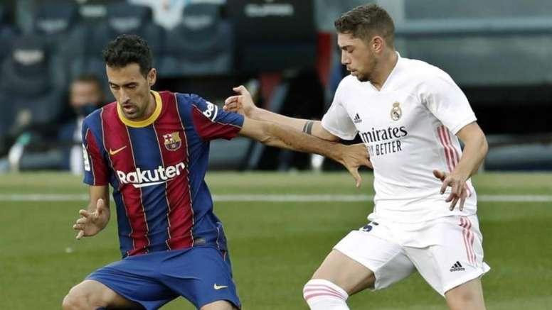 Valverde y Busquets, cara y cruz del Barça-Madrid. EFE