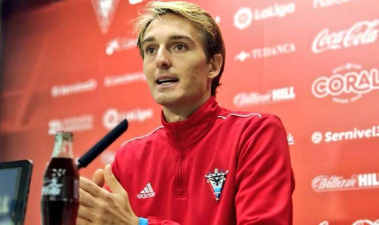 Sergio apuesta todo a Anduva ante el Tenerife. Twitter/CDMirandés