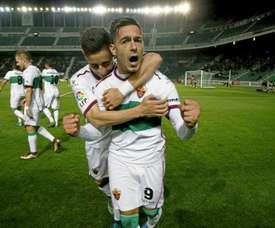 Sergio León celebra un tanto con el Elche. EFE