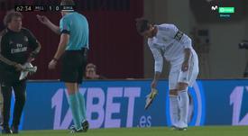 La 'guerre' particulière de Ramos avec ses crampons. Capture/MovistarLaLiga