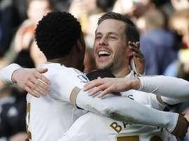 Everton aposta tudo na contratação do meia do Swansea. Twitter