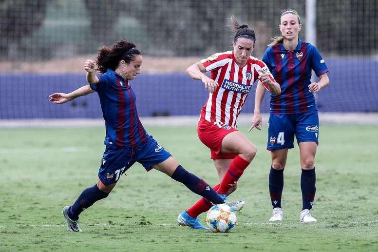 El fútbol femenino, en el aire. EFE