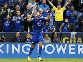 Slimani celebra uno de los goles ante el Burnley. AFP