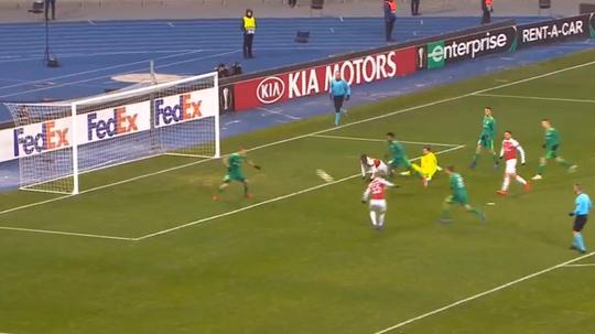 Smith-Rowe got Arsenal's first against Vorskla. Captura