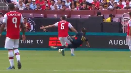 Sokratis vio la segunda roja del Madrid-Arsenal en la primera parte. Captura/ESPN
