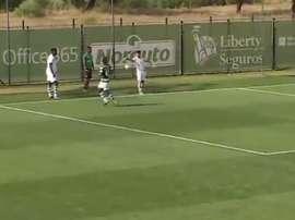 Sorprendente penalti por mano de un suplente que se pitó en la Liga de Honra. Youtube