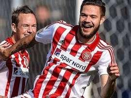 Spalvis celebra un gol con el Aalborg. Twitter