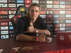 Spinelli ya es jugador del Genoa. Twitter/catigreoficial