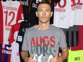 Stephan Lichtsteiner rejoint Augsbourg. Twitter/FCA_World