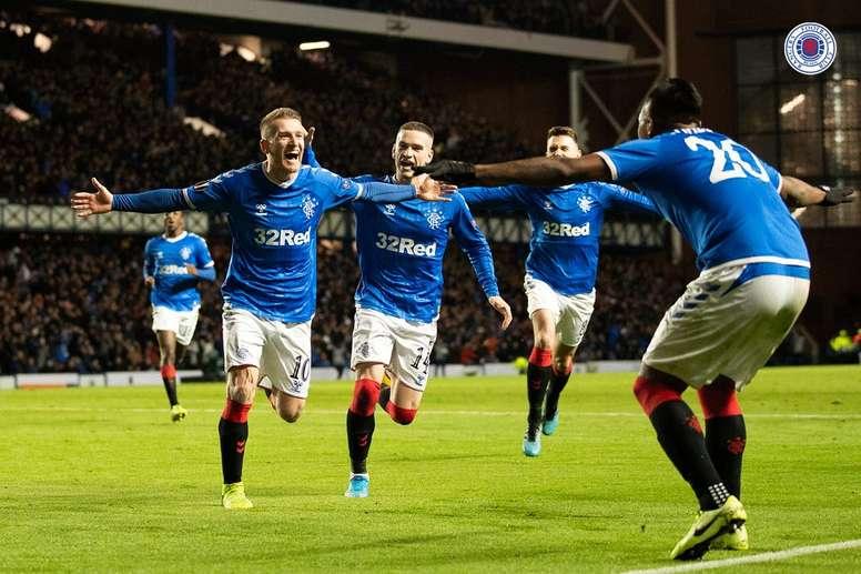 Steven Davis marcou o segundo gol da vitória do Rangers sobre o Porto. Twitter/Rangers