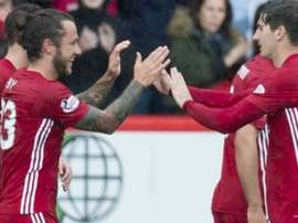 Stevie May celebra con sus compañeros un tanto del Aberdeen. Twitter