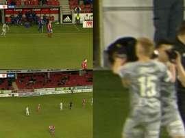 Surrealista, un jugador sueco lesiona a su compañero en un cambio. Captura/ESPN