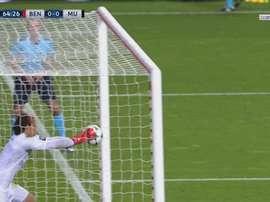 La gaffe de Svilar face à Manchester United. twitter/beINSports