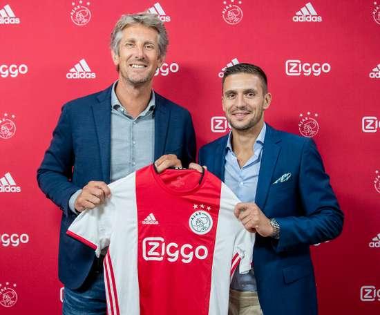 Tadic renovou com o Ajax até 2023 como jogador. AFCAjax