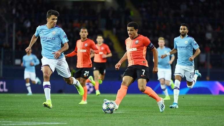 Rodrigo (i) fichó hace poco por el Manchester City. Twitter/Shakhtar