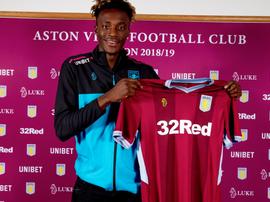 Abraham llegó cedido al Aston Villa. Twitter/AVFCOfficial
