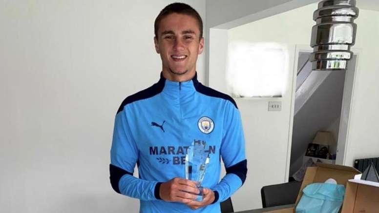 Manchester City deu o reconhecimento a quatro jovens como destaques do ano. ManchesterCity