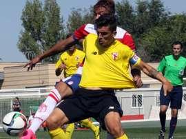 Tena, ante Peñaranda en un partido con el filial del Sevilla. GranadaCF