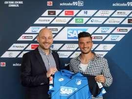Terrazzino posa con la camiseta del Hoffenheim. TSGHoffenheim