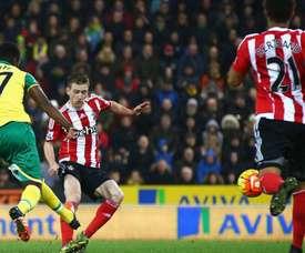 Tettey intenta un disparo contra el Southampton. Twitter