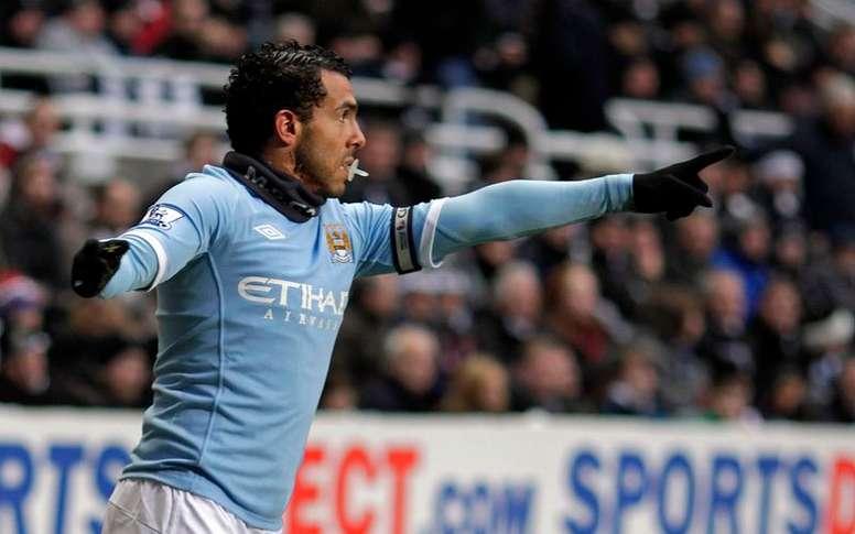 Tévez jugó ante el Fulham en 2009. EFE