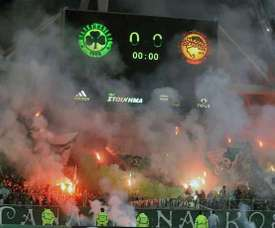 The match between Panathinaikos and Olympiacos was suspended in the 72nd minute. EFE/Archivo