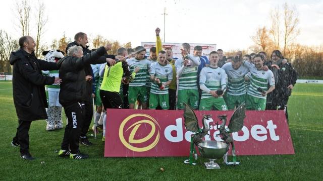 The New Saints celebra el título liguero cosechado ante el Bala Town, al que vencieron por 2-0. TNS