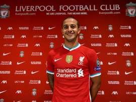 Liverpool anuncia a contratação de Thiago Alcântara. Twitter/LFC