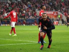 Thiago Alcântara se recupera de problema muscular. Twitter/FCBayern