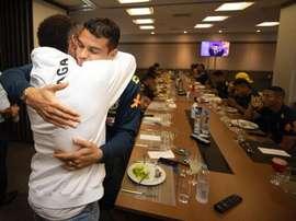 Neymar rend visite à ses coéquipiers. Twitter/CBF_Futebol