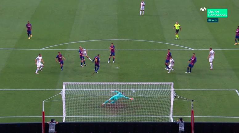 Müller anotó el primer tanto del partido. Captura/MovistarLigadeCampeones