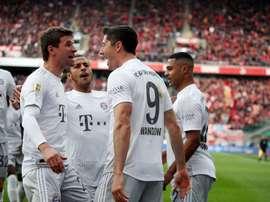 Bayern atropela o Colônia e assume o topo da Bundesliga. Twitter/FCBayernES