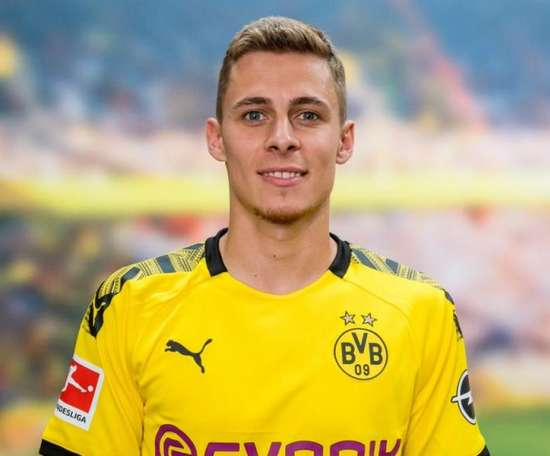 Thorgan Hazard assina com o Borussia. BVB
