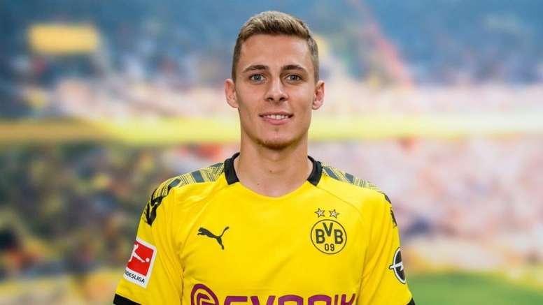 Thorgan Hazard assina com o Borussia. BVB
