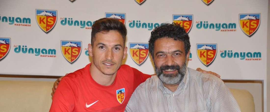Lateral luso vai jogar na Turquia. Twitter/Kayserispor